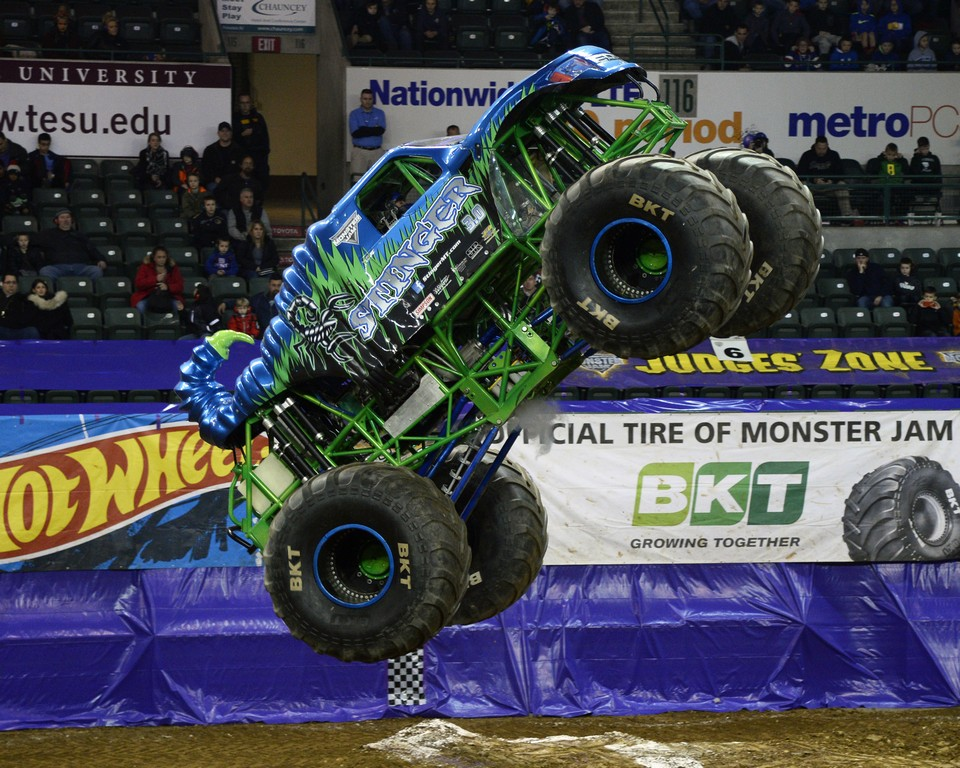 Stinger driver Zane Rettew roars through the Sun National Bank Center (Photo by Dave DeAngelis)